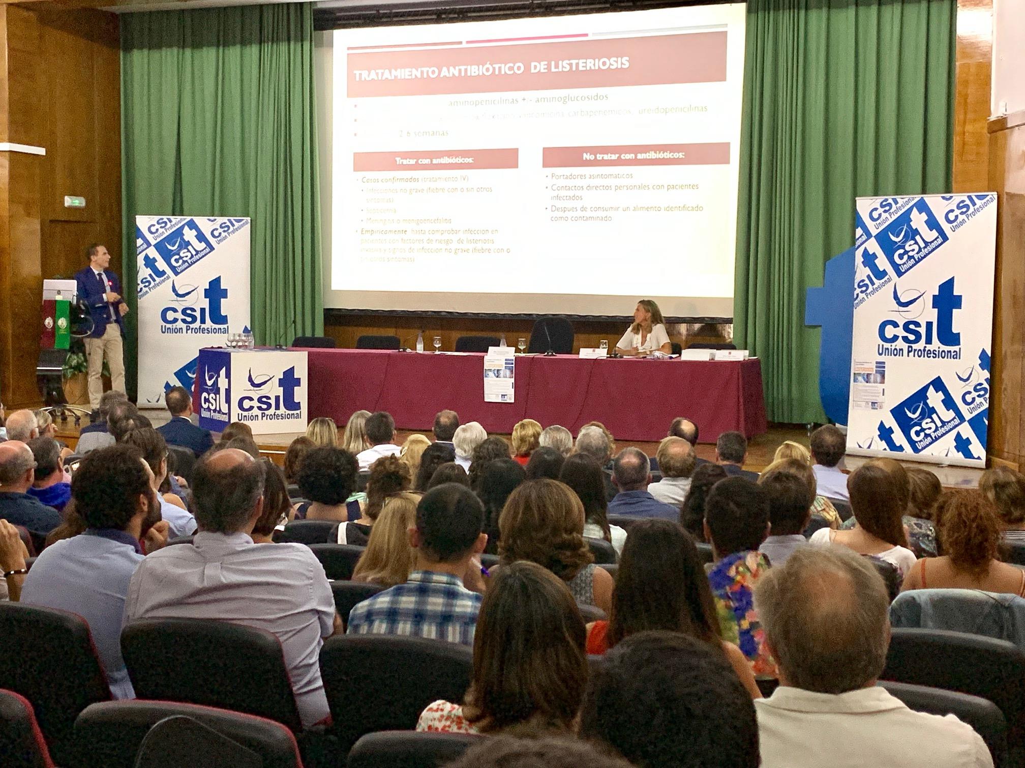 El salón de actos de la Facultad de Veterinaria de la UCM, durante la última ponencia de la II Jornada de Salud Pública: Listeriosis