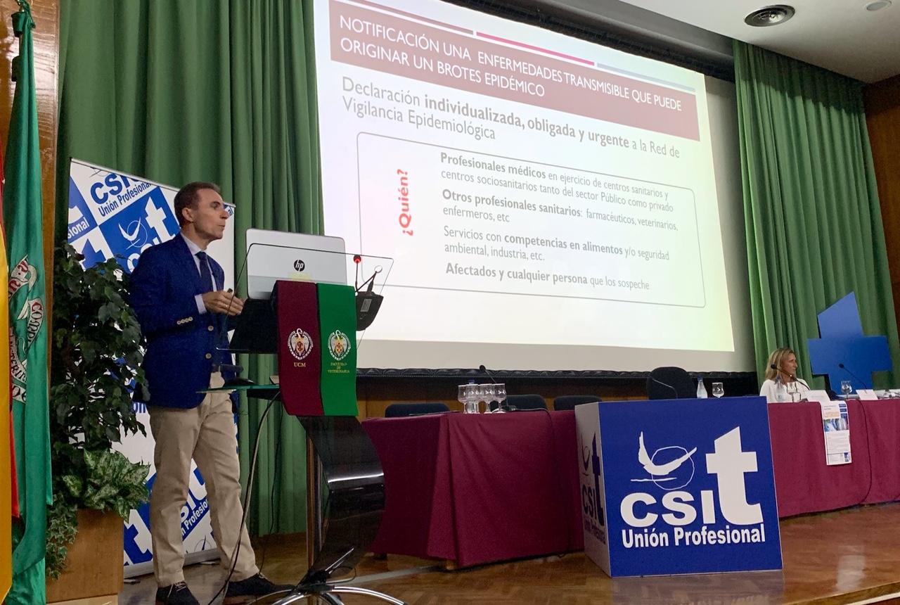 José Mª Molero, durante su ponencia sobre la actuación de los clínicos ante el brote de infección por listeria monocytogenes.