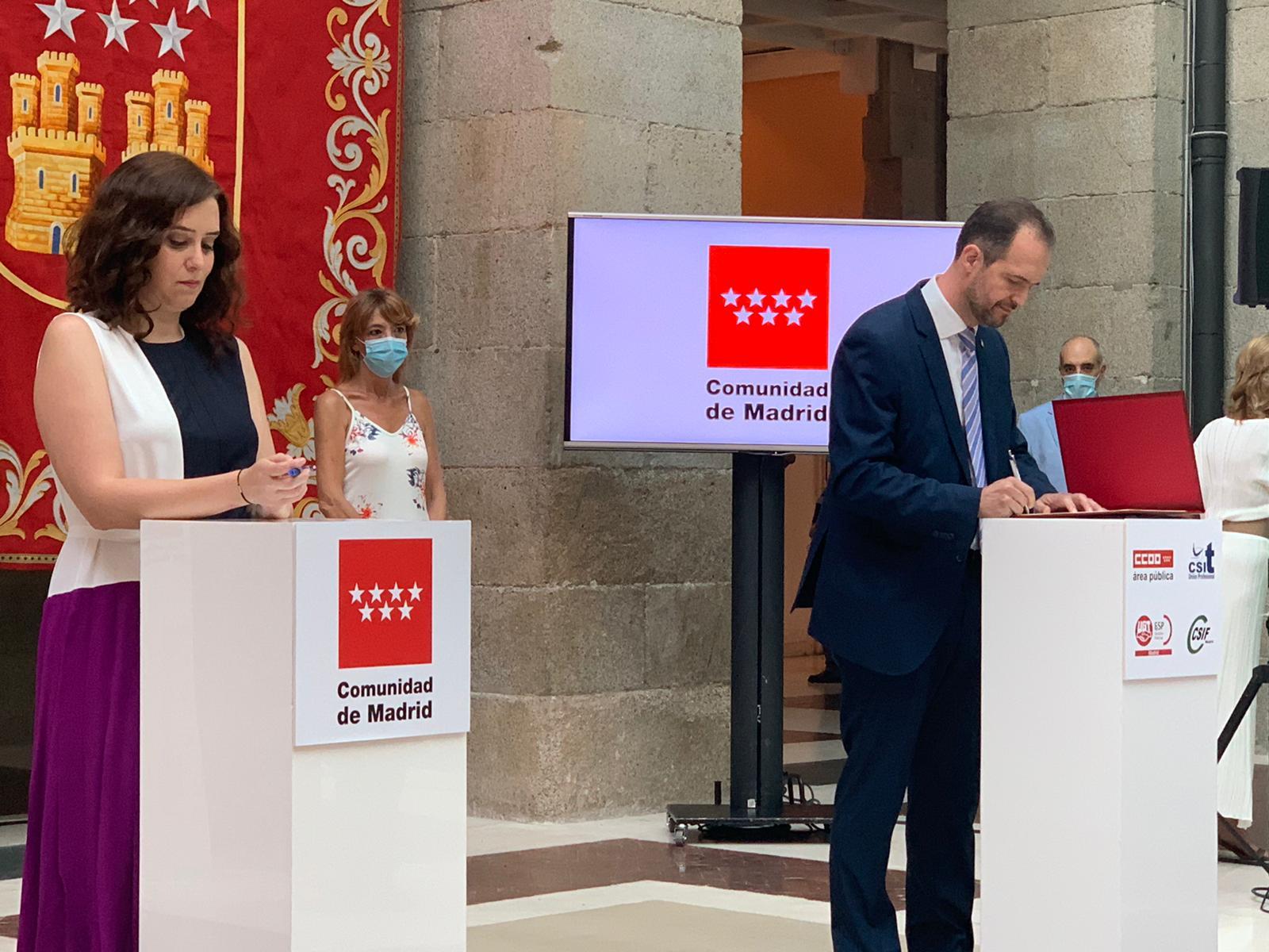 Ayuso y Secretario General de CSIT UNIÓN PROFESIONAL durante la firma el Acuerdo de Teletrabajo 24/07/2020
