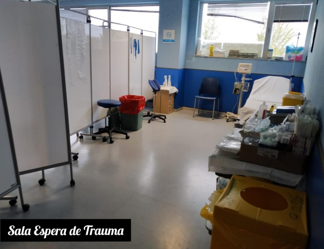 La sala de espera de Traumatología no posee dotación de tomas de oxígeno, iluminación, baño…